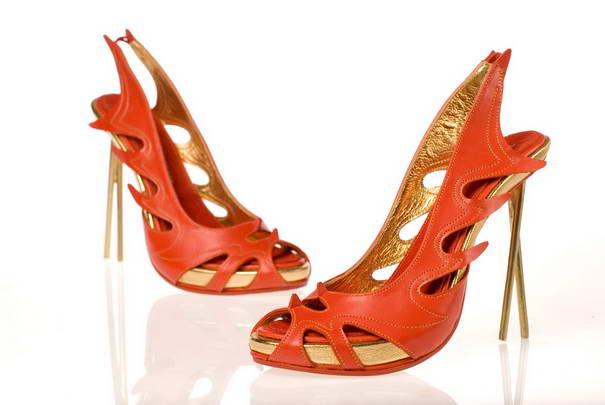4. Китайский дизайн. Каблук туфель выполнен в виде палочек для еды.