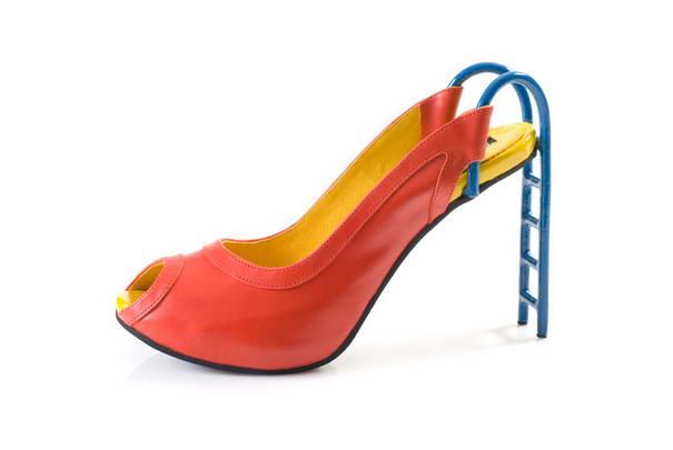 9. Для жизнерадостных девушек – туфли горки.