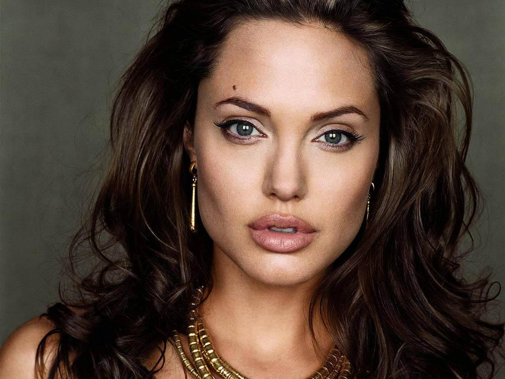 7. Анджелина Джоли.