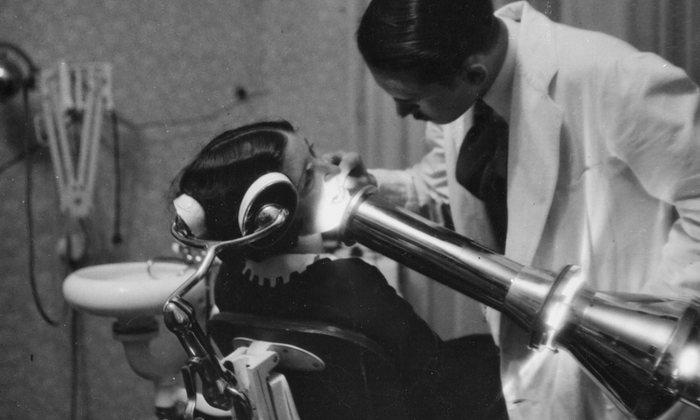 12. Стоматолог в Германии, 1930 год.