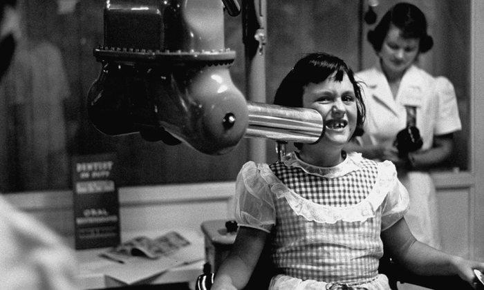 17. Первый стоматологический рентген появился в 1896 году. К середине 20-го века рентгеновские аппараты были практически в каждой стоматологии.