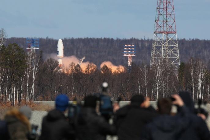 1. Ракета-носитель Союз-2.1а с тремя спутниками на борту успешно стартовала с космодрома Восточный.