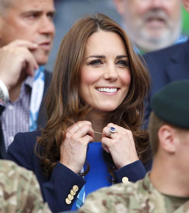 4. Герцогиня Кембриджская Кейт Мидлтон. Ее обворожительная улыбка покорила не только сердце принца Уильяма, но и сердца миллионов людей.