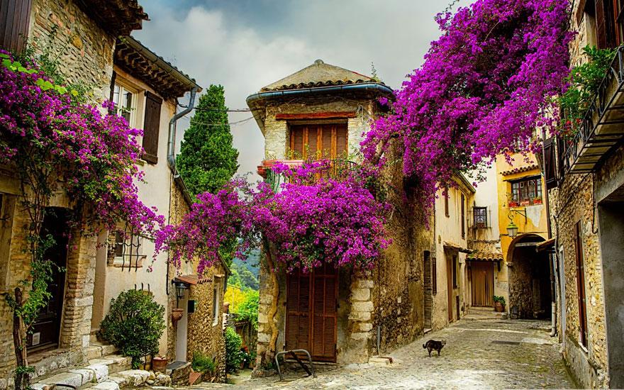 1. Маленькая деревня в Провансе, Франция.