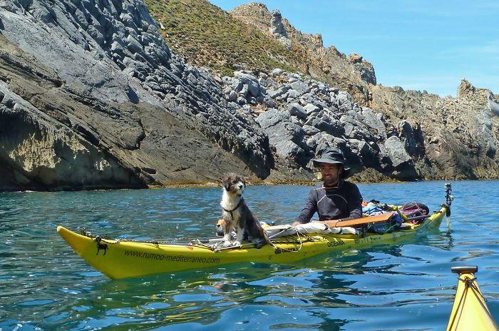 1. Это Sergi Basoli и его пес.