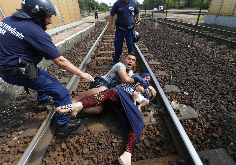 Из-за нескончаемого потока мигрантов напряженность в Евросоюзе достигла своего пика. Особенно в Греции, Италии и Венгрии. Все больше граждан сегодня выражают свое недовольство сложившейся ситуацией.