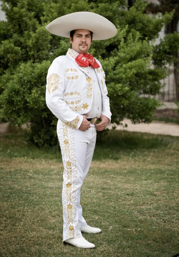 4. Мексиканский костюм Мариачи. Костюм принято носить вместе с самбреро.