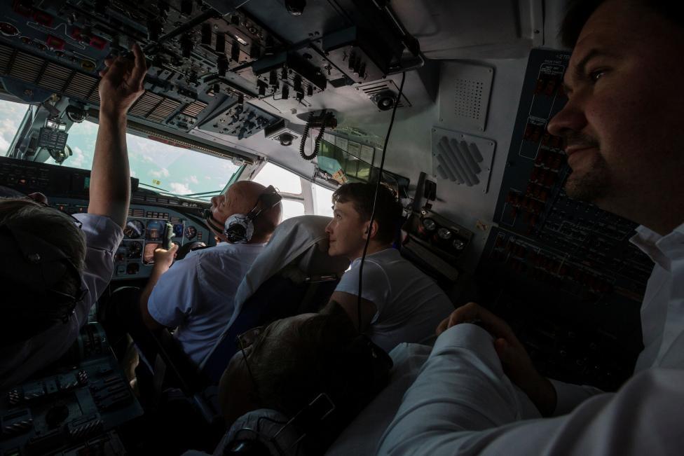 1. После освобождения, Савченко вылетела на Украину.