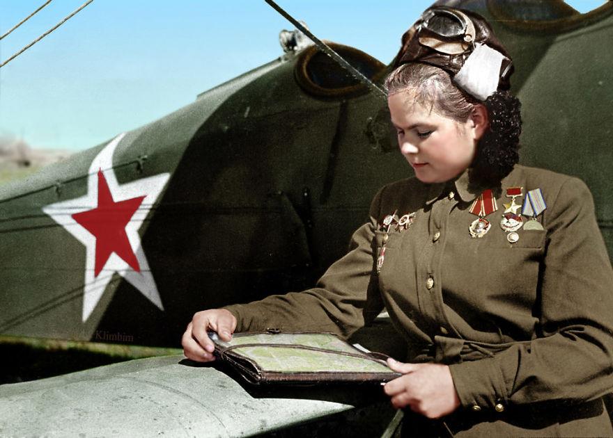12. Екатерина Рябова, советский летчик, Герой Советского Союза, 1945 год.