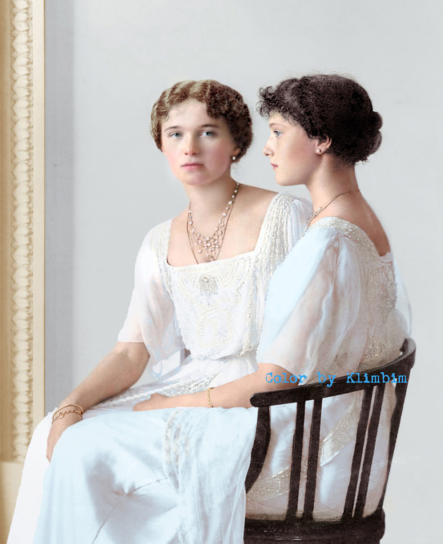 32. Ольга и Татьяна Романовы, 1900-е годы.