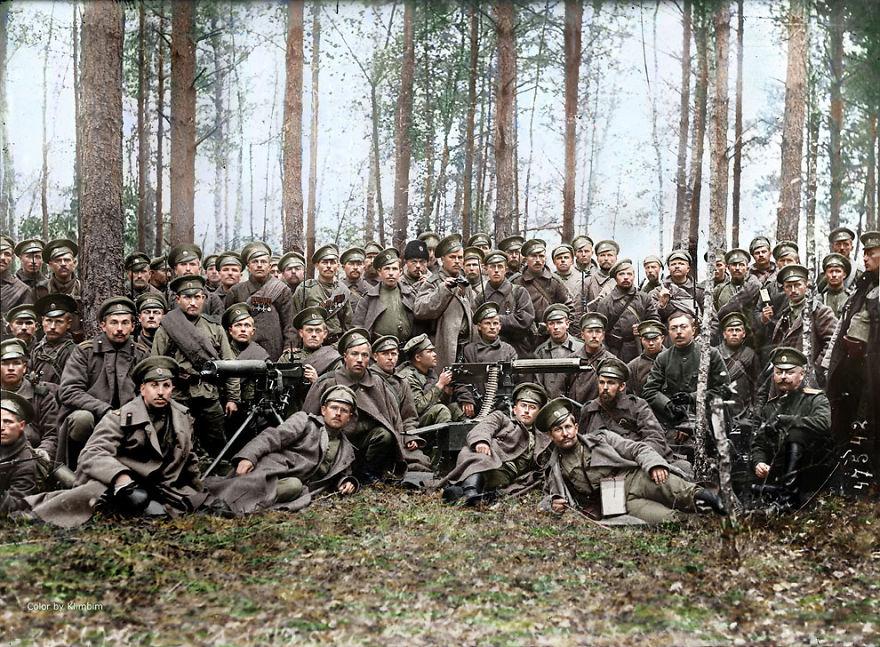 48. Российские солдаты перед атакой,1916 год.