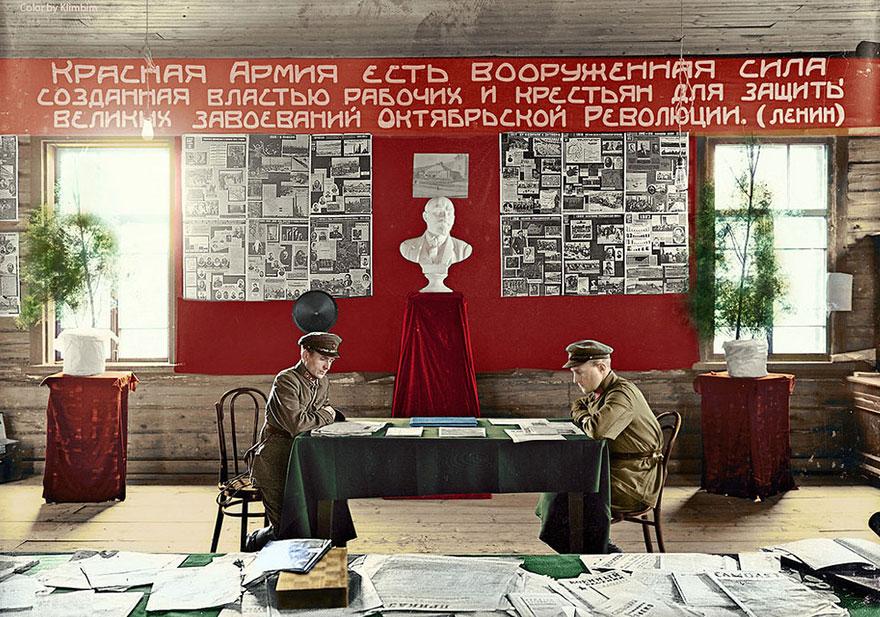 65. «Красный уголок» в отделе набора в Галиче, Костромская обл., 1931 год.