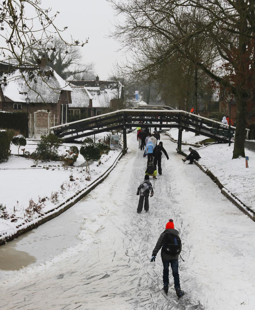6. Гитхорн часто называют «Нидерландская Венеция» из-за ее каналов.