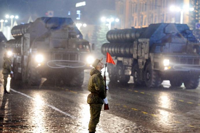 16. Репетиция парада прошла во многих городах России. Зенитно-ракетные комплексы С-300 в Екатеринбурге.