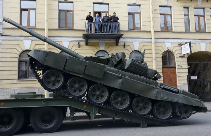19. Танк Т-72 в Питере.