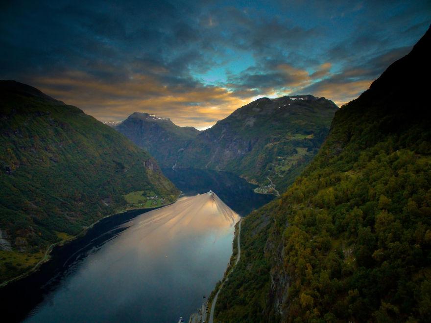 11. Гейрангер-фьорд на восходе.