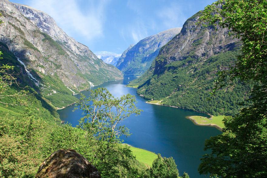 8. Нэройфьорд и гора Римстиген.