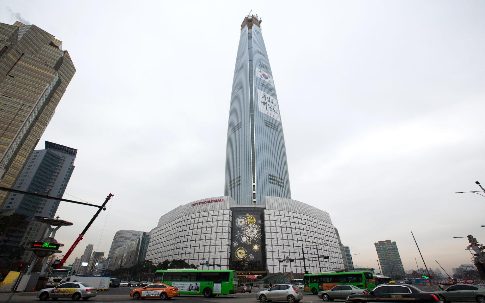 16. Lotte World Tower (Сеул, Южная Корея) - 498 метров.