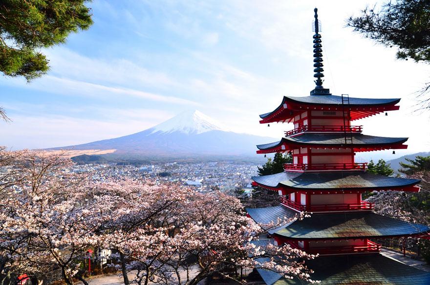 13. Пагода Курейто и гора Фудзияма.