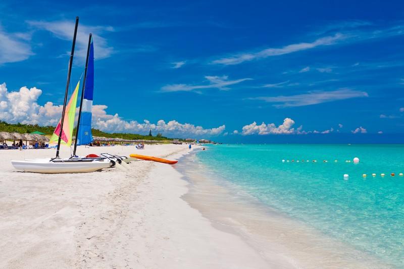 2. Варадеро – город на Кубе, где пляжи с чистым белым песком. Пляжи Варадеры настолько велики, что на них всегда есть место даже в жаркий сезон.
