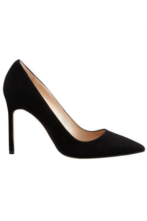 1. Классические черные туфли.