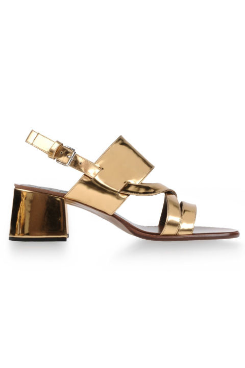 7. Туфли на низком каблуке.
