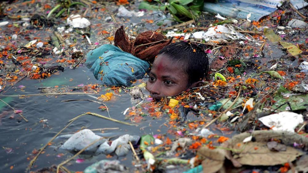 6. Бассейн реки Читарум, Индонезия – промышленное загрязнение.