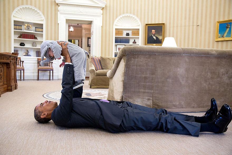 1. Барак Обама и Элла Родес, дочь заместителя советника по национальной безопасности Бена Родеса.