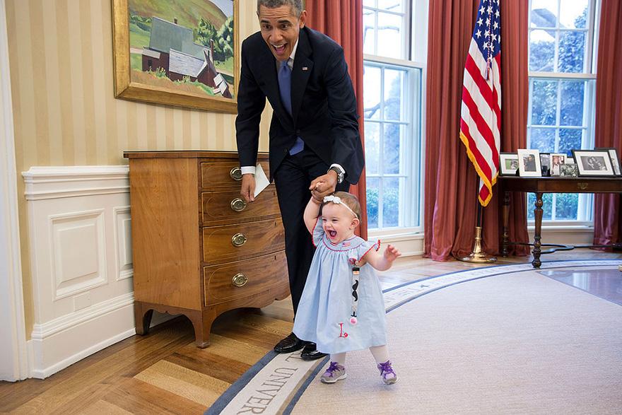 12. Маленькая Линкольн Роуз учится ходить.