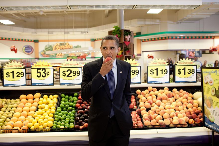 16. Обама с персиком.