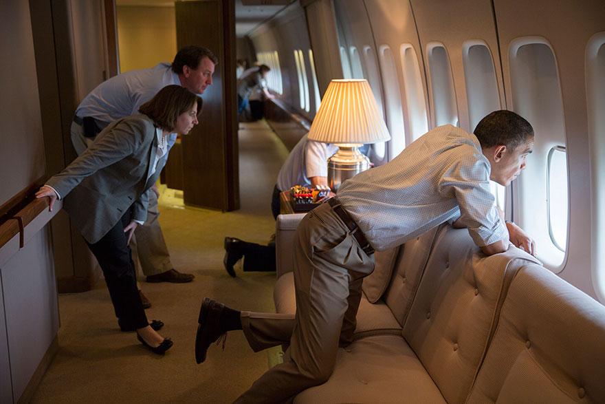 18. Барак Обама оценивает урон, который нанес торнадо в Оклахоме.