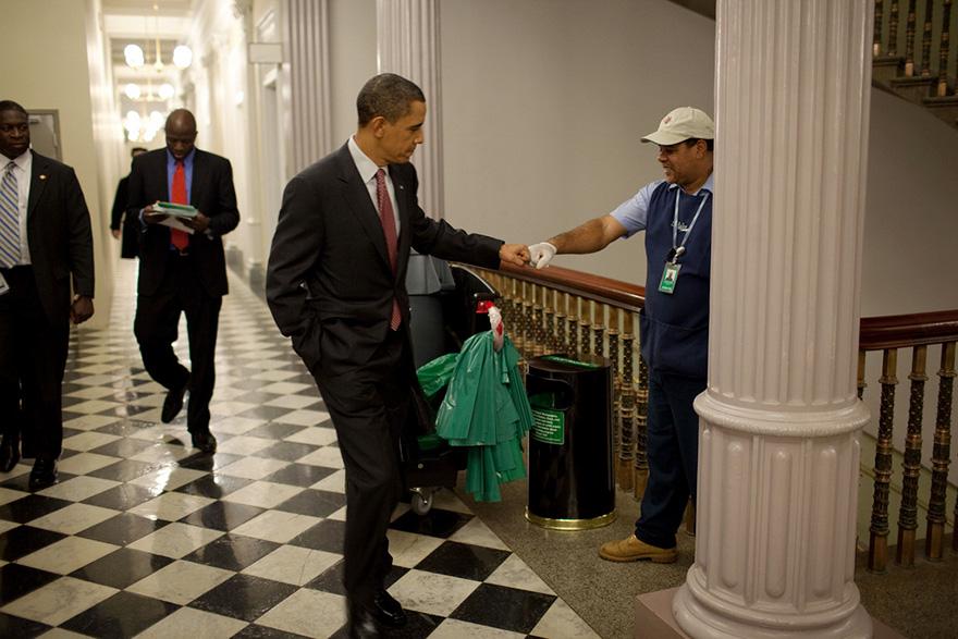 2. Задача фотографа президента показать его близость к народу. Все это создает положительный образ.