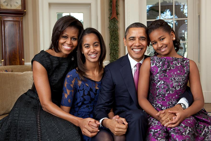 9. Семейный портрет показывает президента как любящего отца и мужа.