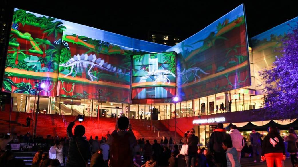10. Инсталляция доисторического мира показала всем зрителям древних динозавров.