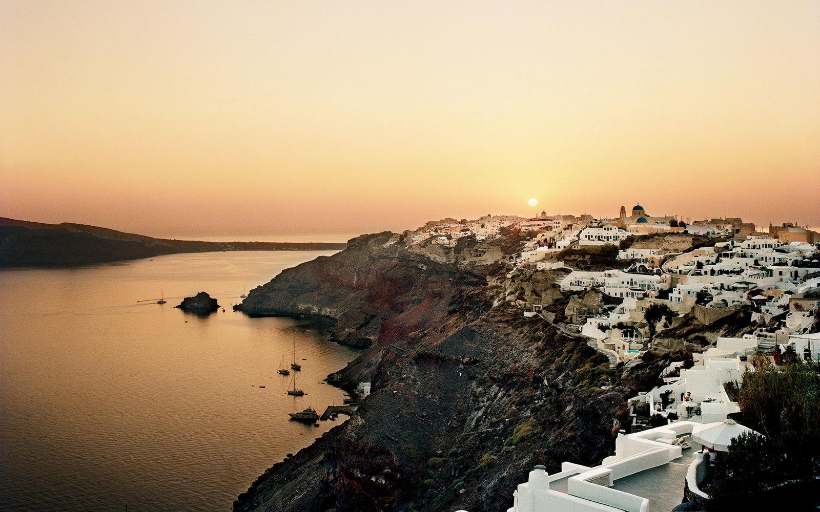 9. Санторини, Греция.
