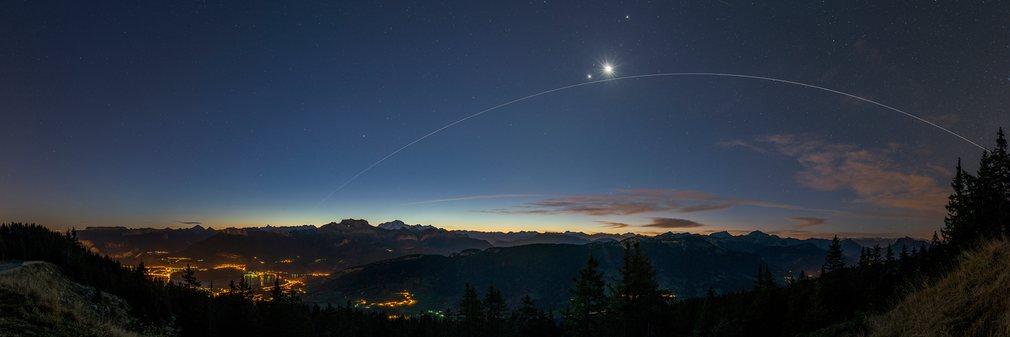 14. Филипп Жако (Франция) – МКС на фоне Венеры и Луны.