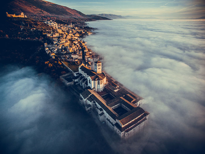 1. Первый приз. Категория Путешествия. Церковь Сан-Франческо в Ассизи, Умбрия, Италия.