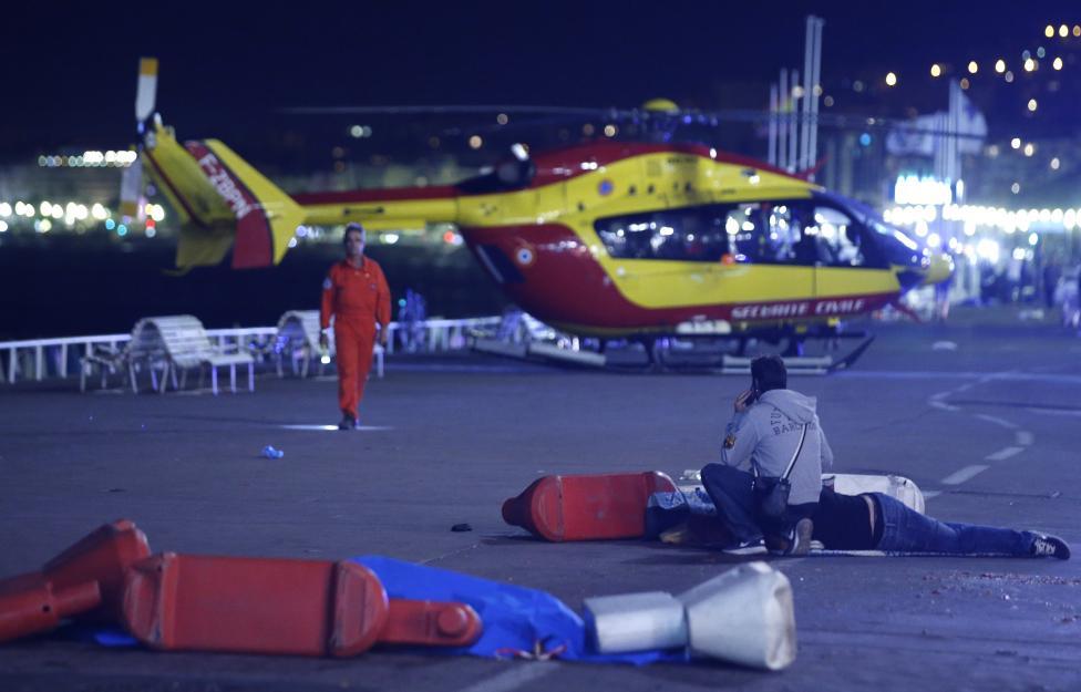 2. Происшествие уже было признано терактом. С обращением к нации выступил президент Франции Франсуа Олланд.