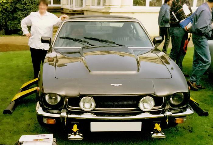 7. Aston Martin Volante – «Искры из глаз».