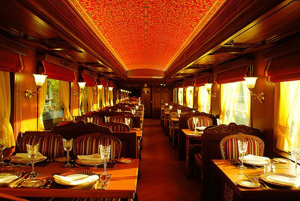 4. Поезд во время поездки останавливается в древнейших городах и селениях Индии.