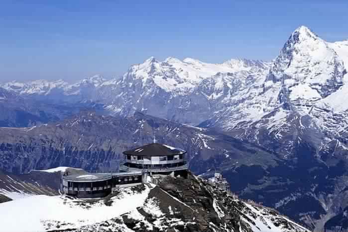 3. Ресторан Piz Gloria, горная деревня Мюррен, Швейцария.