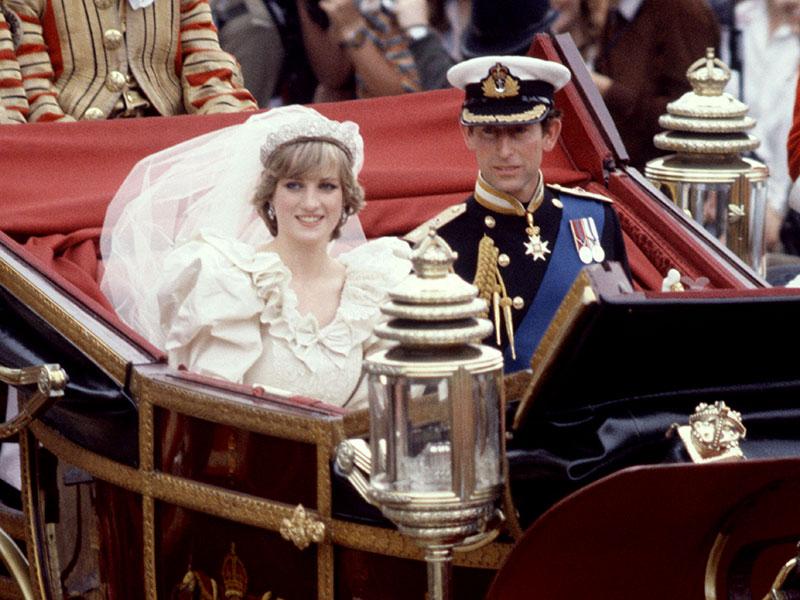 1. Леди Диана и принц Чарльз. ($ 110 млн). На свадьбе было около 30 тортов для 3000 гостей.