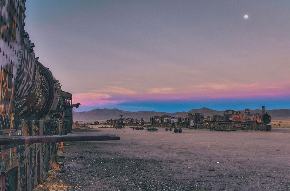 6. Фотограф наткнулся на это место в так называемый «золотой час», когда солнце еще не село и все вокруг окрашено цветами заката.