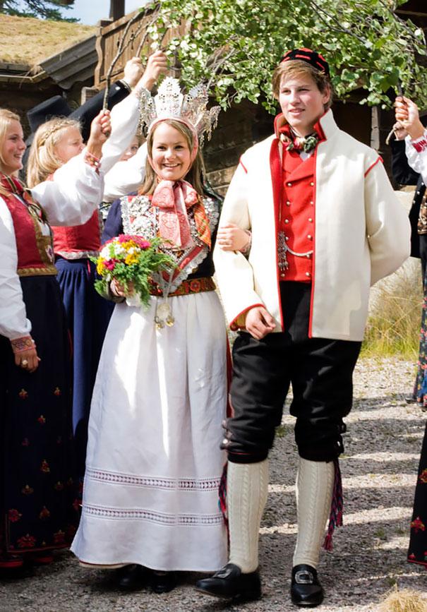 10. Традиционные свадебные наряды в Норвегии.