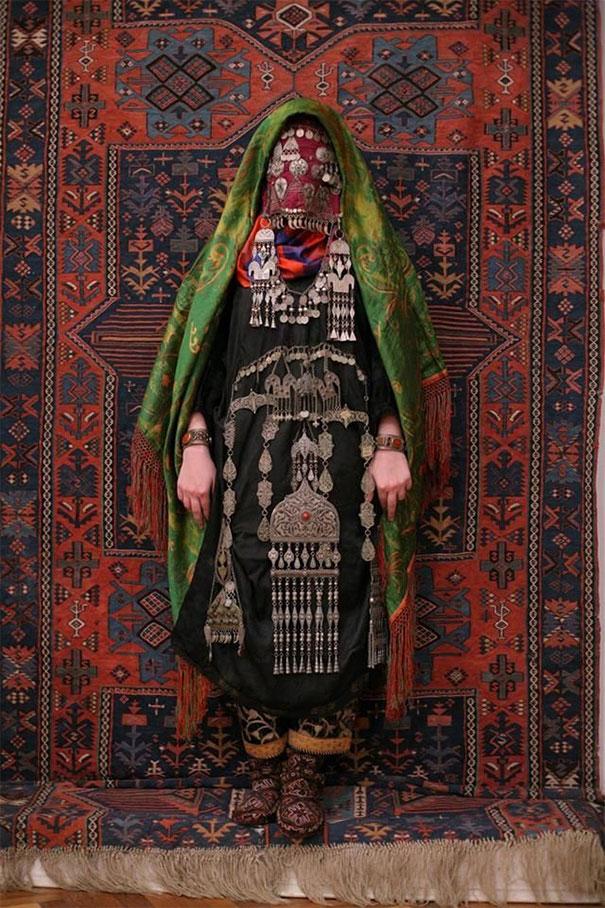 20. Традиционный костюм аварской невесты (аварцы – коренной народ Кавказа, проживающий на территории нагорного Дагестана).