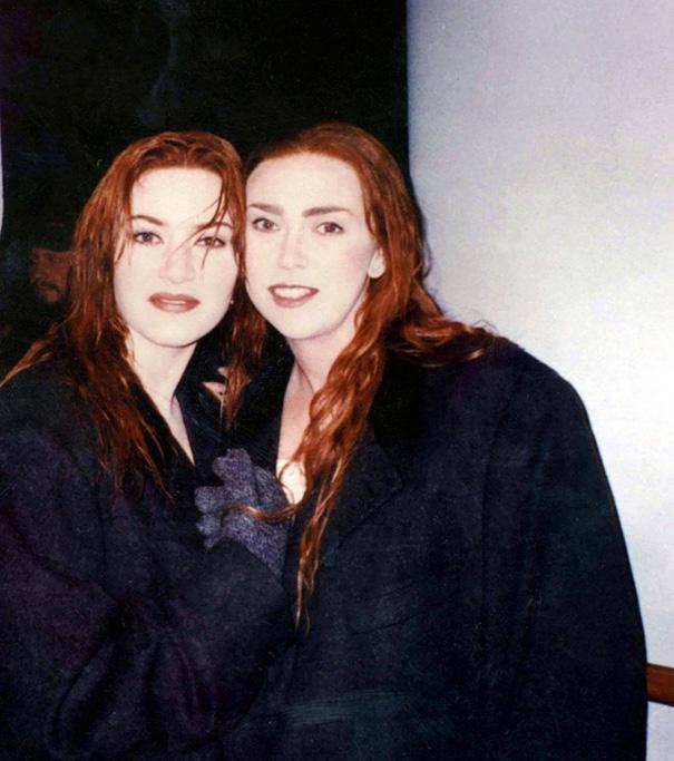 11. Кейт Уинслет со своим дублером Сарой Францл на съемках Титаника.
