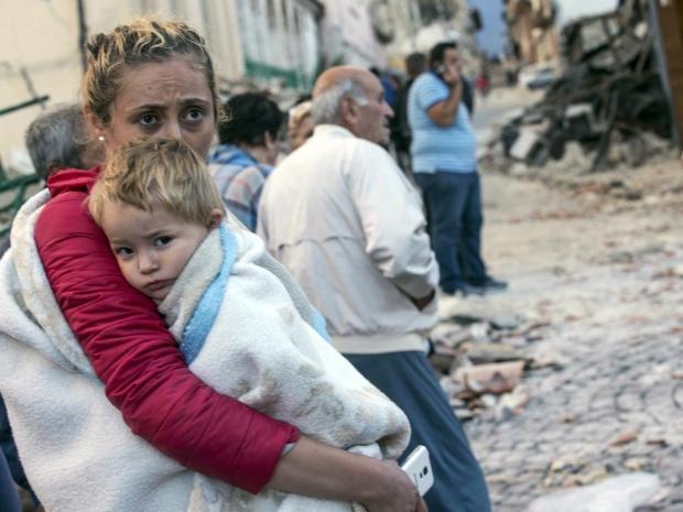 2. Землетрясение произошло ранним утром, когда большинство людей спали. В результате толчков были разрушены дома и дороги.