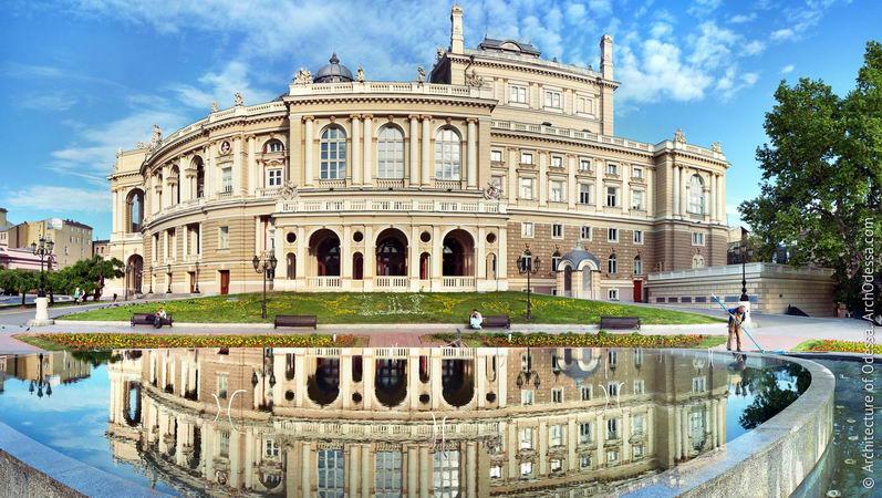 4. Одесский национальный академический театр оперы и балета. Хорошая  погода в Одессе несомненно радует туристов, но любителей культуры бесспорно порадует этот известнейший во всем мире театр.