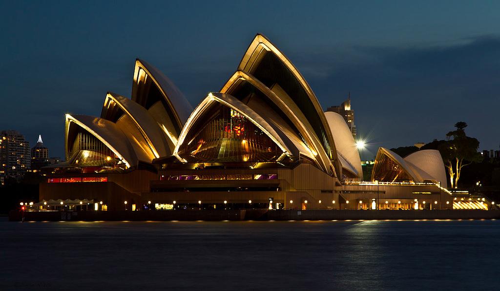 5. Сиднейский оперный театр знают все. По крайней мере здание театра узнается каждым, даже если они и не знают о его назначении. Сиднейский театр – символ Сиднея и Австралии и его главная достопримечательность.