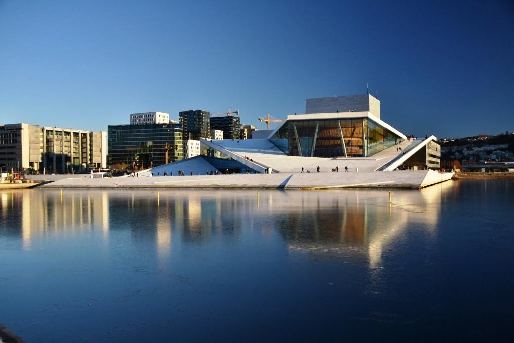 9. Оперный театр Осло – национальный театр Норвегии в самом центре норвежской столицы. Постройка театра полностью финансировалось государством, поэтому театр полностью под контролем правительства.